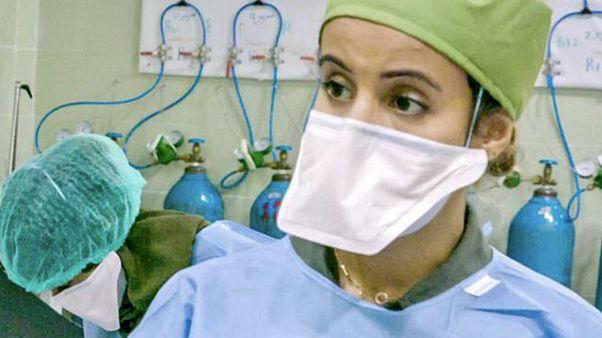 Dr Zoha és egy nővér maradt az ádeni kórházban a koronavírusos betegek ellátására