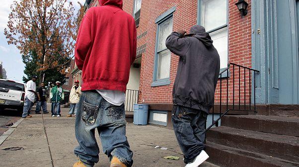 شبان يرتدون نوعا من السراويل المترهلة في نيوجيرسي. 2007/09/15