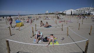 Strandbesucher zu Corona-Zeiten in La Grande Motte, Südfrankreich, 24.Mai 2020