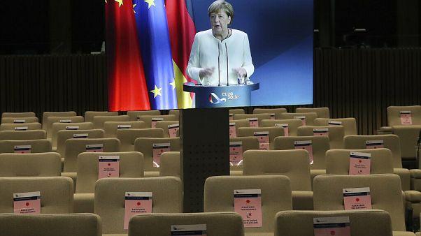 Angela Merkel online sajtótájékoztatót tart az EU-Kína csúcs első napja után