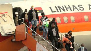 Passageiros do primeiro voo em Angola desde a suspensão do espaço aéreo em março