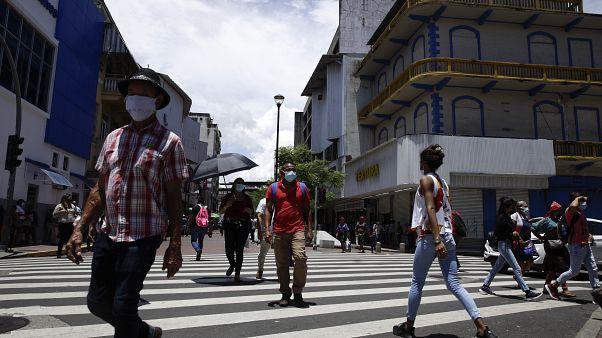 La restricción de la movilidad por género entró en vigor el 1 de abril, a solo una semana de decretar el confinamiento por la pandemia.