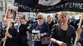 من مسيرة في باريس تطالب بالعدالة للنساء اللواتي سقطن ضحية شُركائهن...
