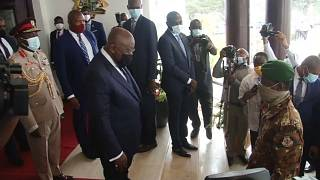 ECOWAS leaders meet with Mali junta on deadline day
