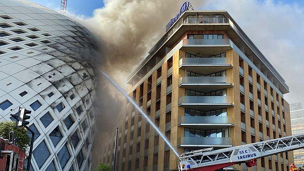 Beyrut'ta bir binada yangın