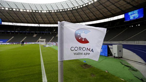 Leeres Fußballstadion vor einem Bundesliga-Spiel, 20.6.2020