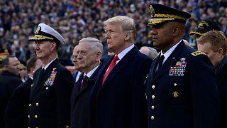 دونالد ترامپ در کنار جیم متیس، وزیر دفاع پیشین آمریکا