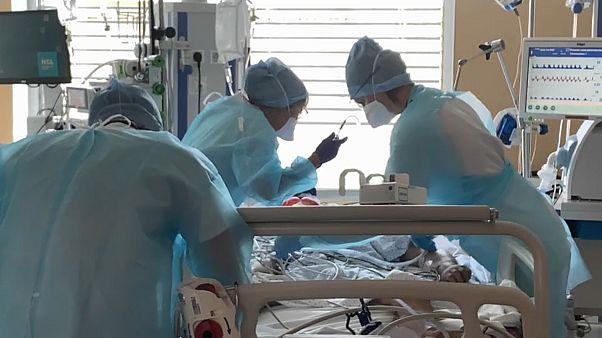 Hospitales de Lyon aumentan sus camas en las UCI antes del golpe de la segunda ola de la pandemia