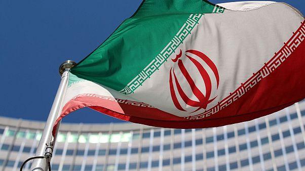 پرچم ایران مقابل سازمان ملل متحد