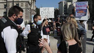 Una protesta contra las nuevas medidas sanitarias frente al Parlamento en Londres, Reino Unido. El 14 de septiembre de 2020.