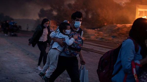 Yunanistan'da bir mülteci kampında çıkan yangın