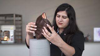 مهارات من دبي: طريقة إعداد كعكة ملائمة لمعرض فني حديث