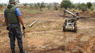 وزارة الداخلية التابعة لحكومة الوفاق في ليبيا تقود حملة لنزع الألغام في إحد مناطق طرابلس 15 سبتمبر 2020