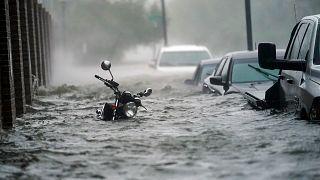 فيضانات غمرت شوارع بينساكولا في ولاية فلوريدا الأمريكية