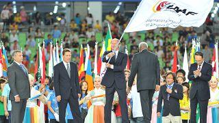 Валентин Балахничёв с флагом IAAF на закрытии Чемпионата мира по лёгкой атлетике в Южной Корее 2011 г.