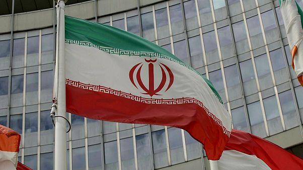 پرچم ایران مقابل مقر آژانس بیالمللی انرژی اتمی