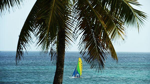 جزيرة بربادوس تعلن الإستقلال عن المملكة المتحدة والعرش البريطاني