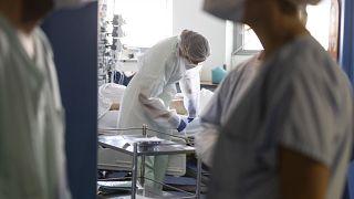 Quasi 500 persone sono entrate in terapia intensiva nell'ultima settimana