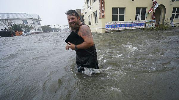 L'uragano Sally perde forza. Ingenti i danni, alluvioni, case distrutte e strade interrotte