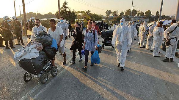 Προς τον νέο καταυλισμό έχουν οδηγηθεί, ήδη, 450 πρόσφυγες και μετανάστες