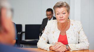 """La """"honte"""" du camp de Moria en débat au parlement européen"""