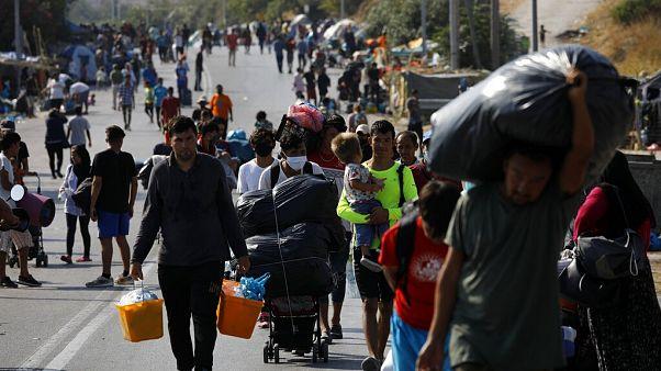 Flüchtlinge auf der Straße: Großeinsatz der Polizei auf Lesbos