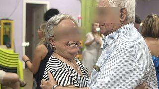 La abuela de Xènia Amenós, víctima de la COVID-19, junto a su marido