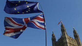 پرچمهای اتحادیه اروپا و بریتانیا