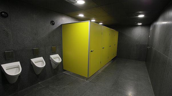 Airpnp : des militants polonais provoquent un scandale avec une application de partage de toilettes