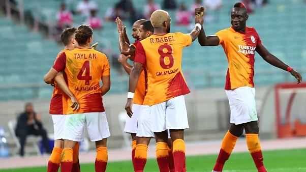 Galatasaray, Azerbaycan'da karşılaştığı Neftçi Bakü'yü 3-1 yenerek bir üst tura yükseldi.