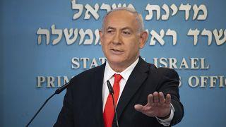 """""""Altolà, è tutto chiuso!"""", sembra dire Netanyahu ai suoi concittadini."""