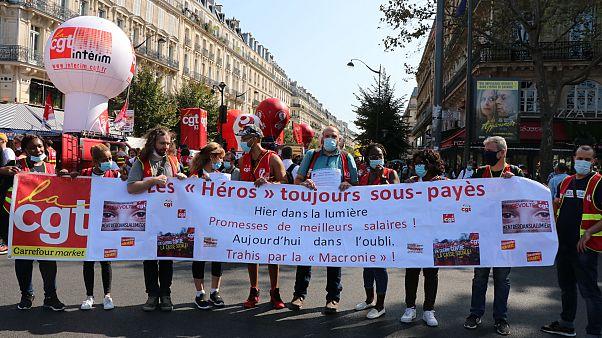 Fransa'da sendikalar protesto düzenledi