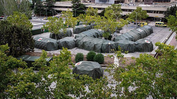 Tiendas militares españolas serán utilizadas por los pacientes del hospital durante el brote de coronavirus en el hospital militar Gómez Ulla en Madrid, el 18 de septiembre.