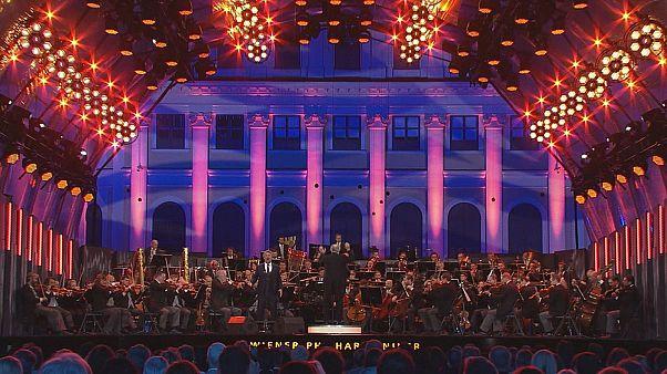 """جوناس كوفمان.. الصوت الأوبرالي الأول في العالم يبدع في حفل """"ليالي الصيف"""" في فيينا"""