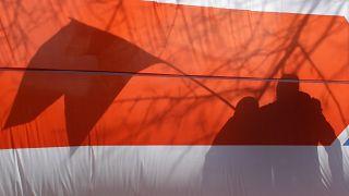 Бело-красно-белый флаг на акции в Минске 24 марта 2019