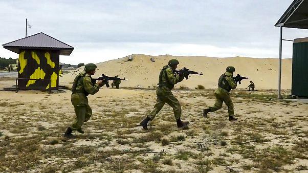 Russische und belarussische Truppen proben den Ernstfall  - fünf Kilometer vor der Grenze zu Polen