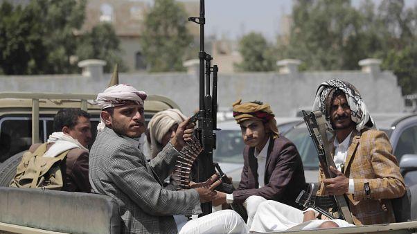 Yemen'de Husiler Eylül 2014'ten bu yana başkent Sana ve bazı bölgelerin kontrolünü elinde bulunduruyor