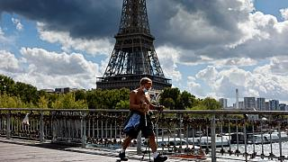 Fransa'da son 1 haftada günlük Covid-19 vakası sayısı 10 binin üzerinde gerçekleşti.