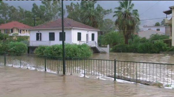 Tempestade tropical abate-se sobre a Grécia