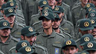 عناصر من الحرس الثوري يحتفلون بذكرى مرور 40 عاماً على قيام الجمهورية الإسلامية