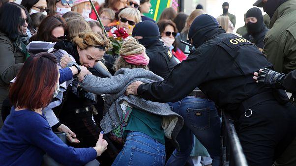 Frauen-Protest gegen Lukaschenko: Deutlich mehr Festnahmen