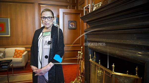 روث بادر غينسبورغ، عميدة الفصيل الليبرالي في المحكمة. توفيت بسبب مضاعفات سرطان البنكرياس المنتشر