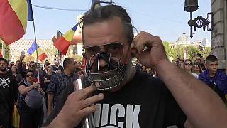Londonban és Bukarestben is tüntettek a járványügyi intézkedések ellen