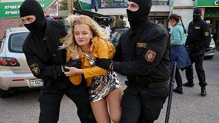 Belarus'ta 300'den fazla kadın gösterici gözaltına alındı