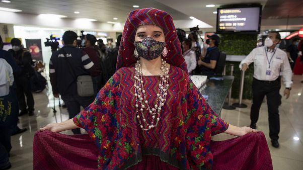 Национальный костюм в честь открытия Международного аэропорта Гватемалы