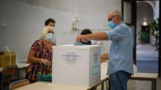 Les Italiens appelés aux urnes malgré la pandémie de coronavirus, le 20 septembre 2020