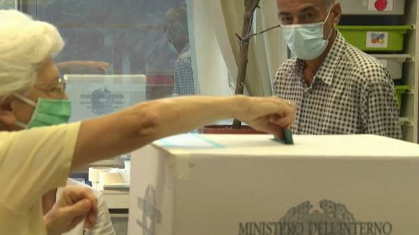 Italia: si vota fino alle 15 per referendum, regionali e suppletive