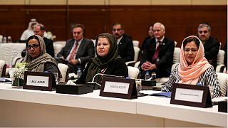 فوزیه کوفی(سمت راست) یکی از زنان عضو تیم مذاکره کننده با نمایندگان گروه طالبان در قطر
