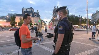 Maske vergessen? 135 Euro - Polizei in Bordeaux greift durch