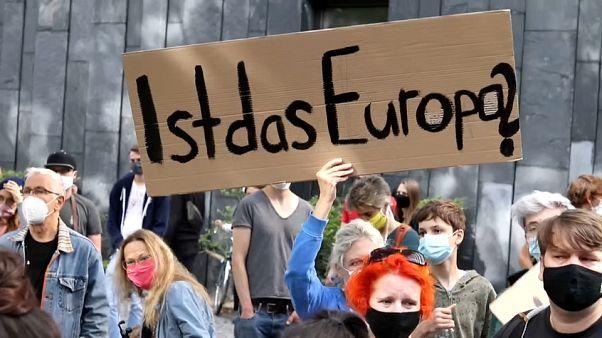 Демонстранты в Берлине требуют принять большее число мигрантов из Греции